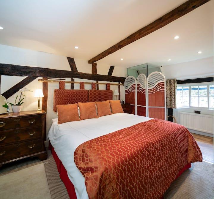 Historic Cottage - Dahlia Room