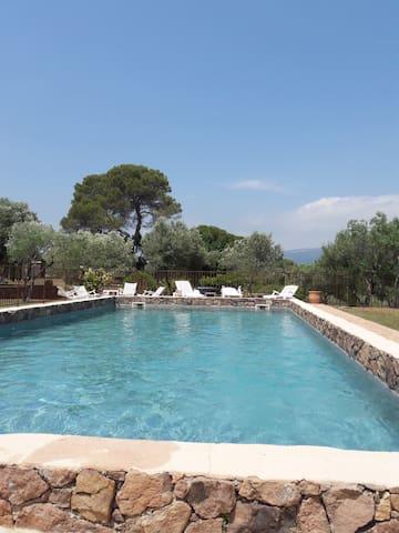 studios meublés dans mas provencal avec piscine
