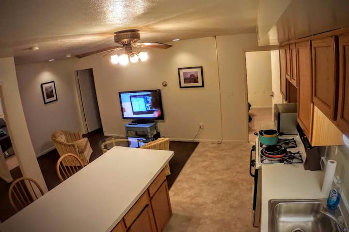 Private rm #2 near Bradley/Hospitals/Caterpillar!