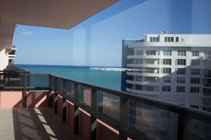 2 Bedroom OceanFront, BeachAccess,kitchen &balcony