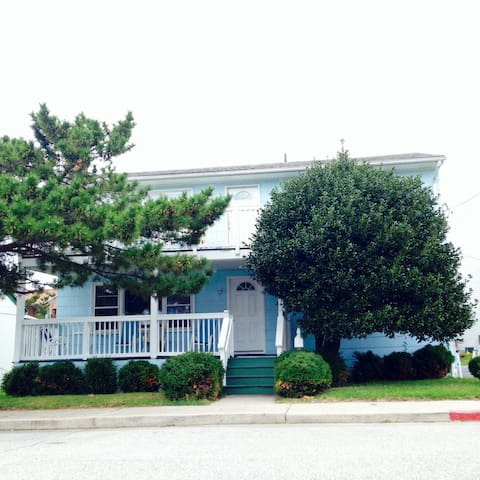 STUDENT RENTAL HOUSING - Blue House #2