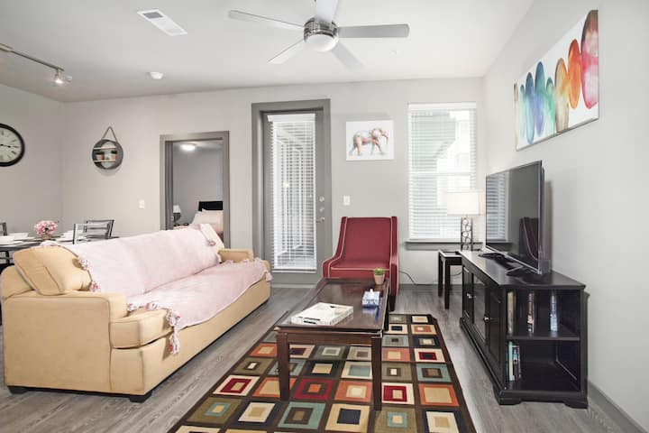 MD Anderson 2BR/2BT Spacious and contemporary | 2