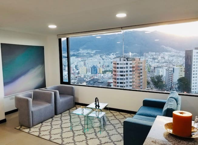 Stunning city views! Chic and luxe City apartment