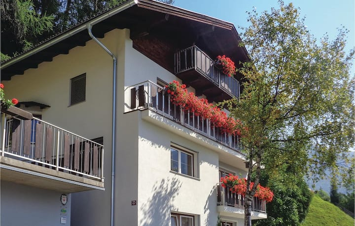 Stunning apartment in Matrei in Osttirol with WiFi and 2 Bedrooms