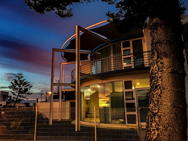 Iconic Beach Holiday House - Henley Beach - House