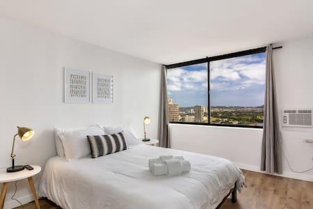 Modern Waikiki Studio With Gorgeous Views - Honolulu