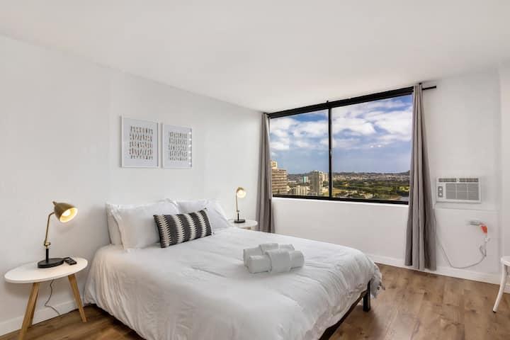 Modern Waikiki Studio With Gorgeous Views