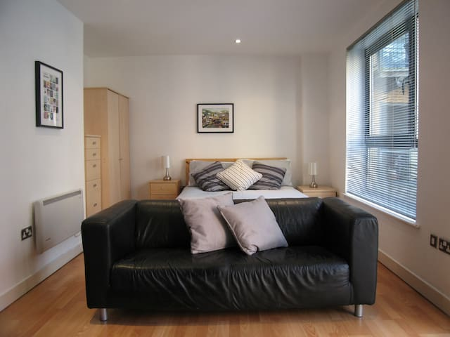 City Centre Studio in West One Parking available