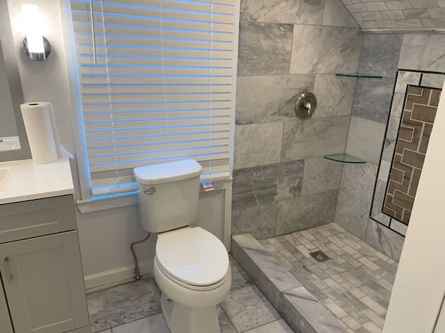 Great Room With a Private Bathroom - Brookhaven
