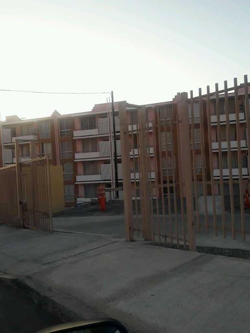 Condominio Parque universitario  edif. Salitrera Ercilla 4to piso dep. 413. Locomoción a la Puerta