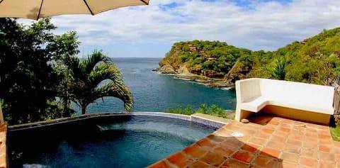 Spectacular views over the ocean at Casa Ezulwini