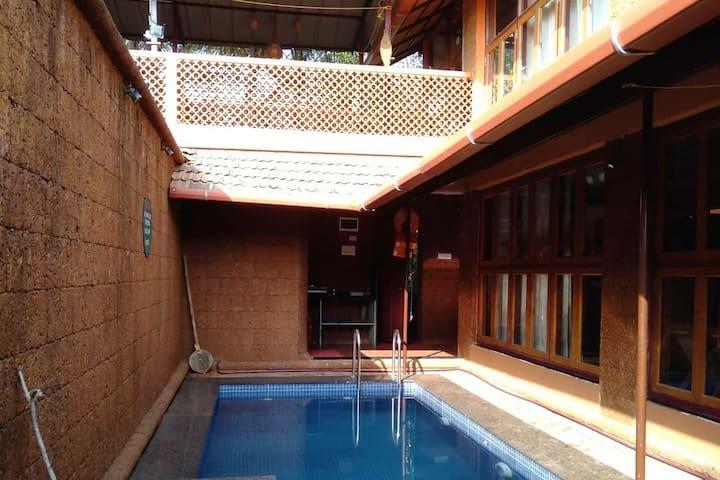 Individual pool villa cottage