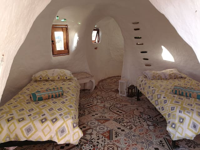 Cosy cob house 10mn from beach in eco farm