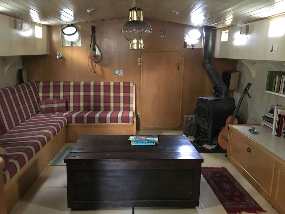 Lower Cabin / Sitting Room