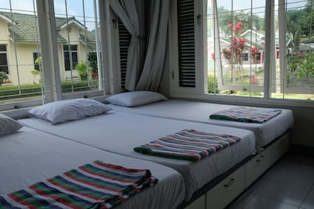 5 Bedroom Villa @Green Apple Puncak - Cipanas