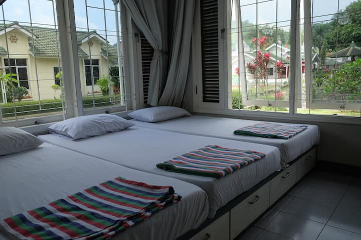 Relaxing Getaway Villa @Green Apple Puncak
