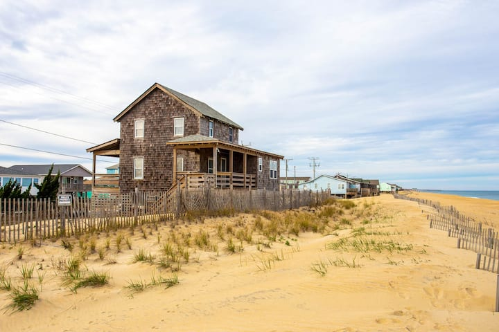 4020 Gardners Hut * Oceanfront * Classic Kitty Hawk Cottage * Walk to Restaurants & Shops