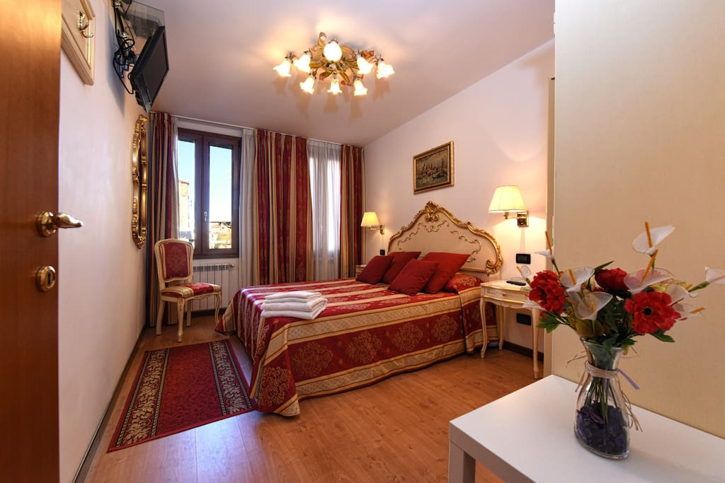 Design, beatuful decor and canal view