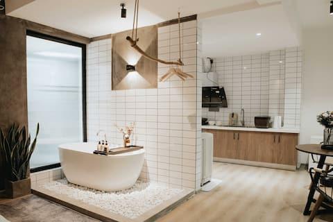 三原•筑 高清投影浴缸带厨房可存行李可约拍工业风