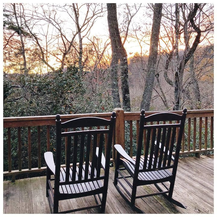 Rocky Ridge at Deep Creek - Delightful Log Cabin with Hot Tub and Wi-Fi - Minutes from Waterfalls, Fishing, and Hiking