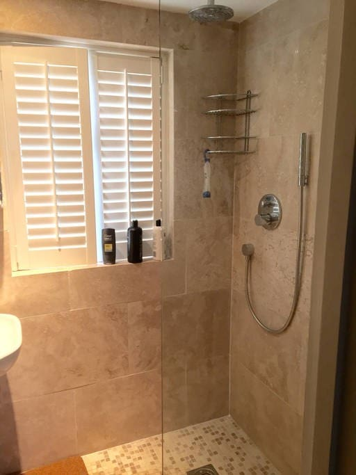 Private shower room and w/c