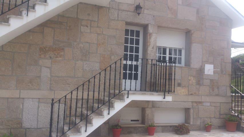 casa amplia y tranquila 500m playa raxo - Raxó - Ev