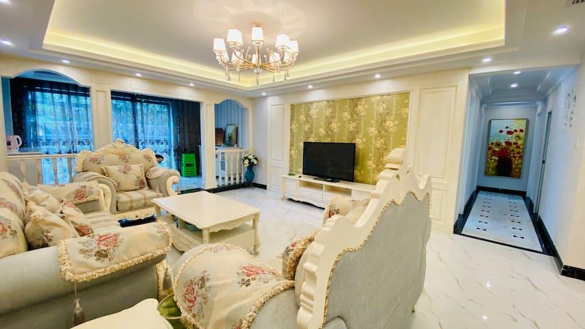 豪华欧式装修,带小花园,160平标准四房