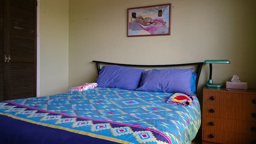 Value stay w/pool near Garden City Griffith Uni