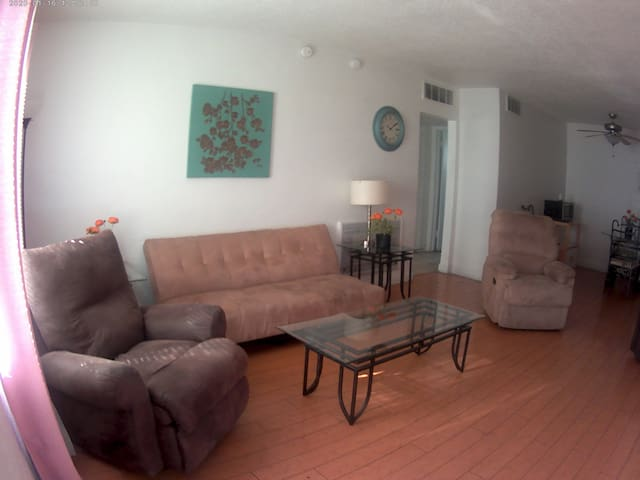 2 bedroom Condo near Vegas Strip, Downtown & LVCC
