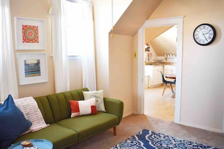 CLEAN & Disinfected: Holly Hills Attic Apt Retreat