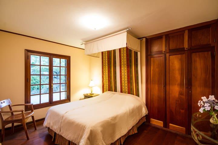 Dormitório de casal no chalet de hóspedes