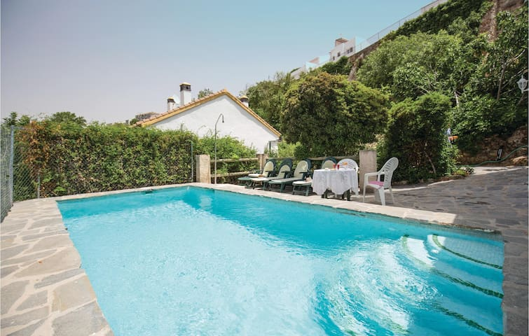 Holiday cottage with 7 bedrooms on 170m² in Cuevas del Becerro