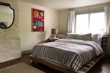 2nd Floor Bedroom (Queen)