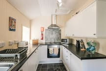 BAYVIEW HOUSE, family friendly, with open fire in Carbost, Ref 18108