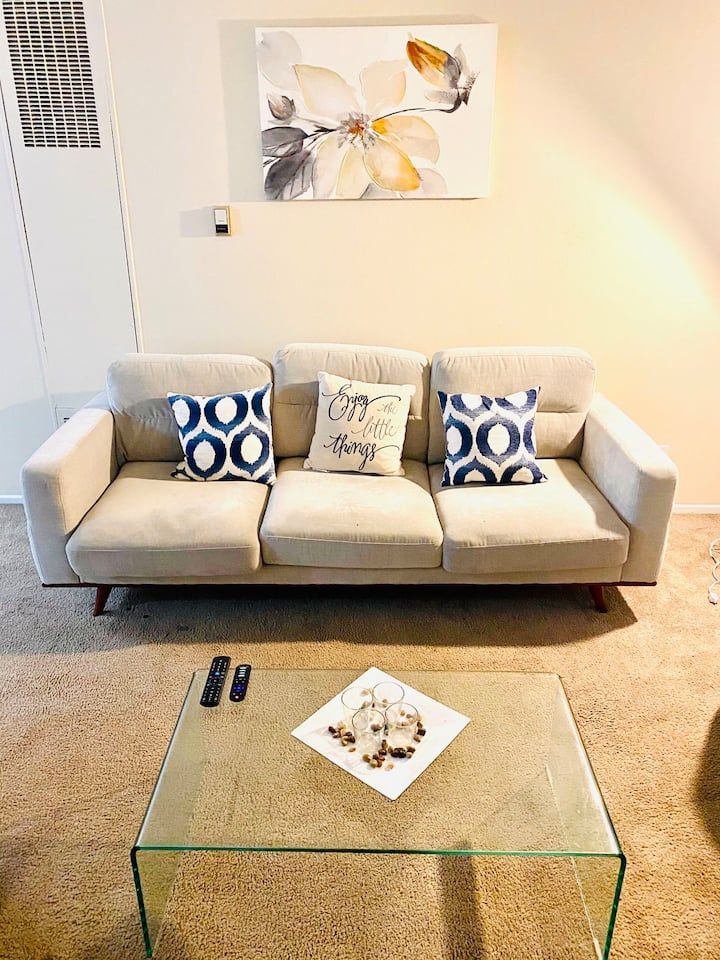 1 BR Suite Luxurious+Economical Close 2 CSUN