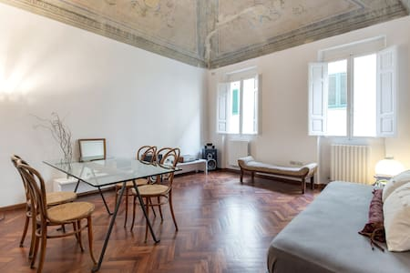 Nice flat in the old town center - Montevarchi