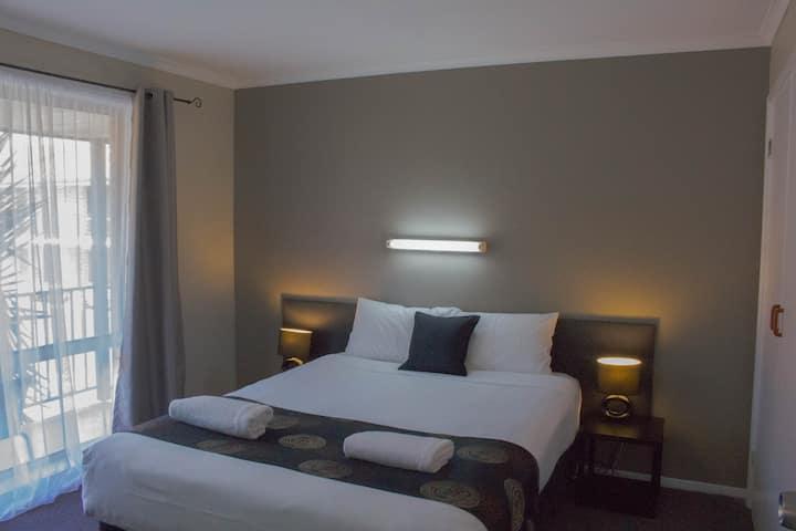 Blue Whale 2 Bedroom Apartment 1Q2SB