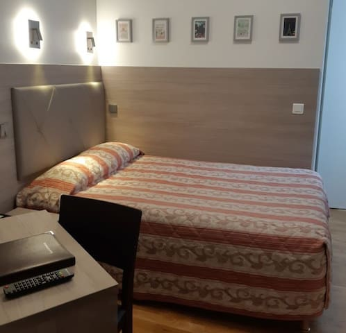 Single room Big bed 2* Latin Quarter