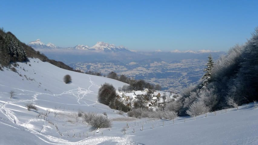 Chalet en pierres Vue splendide randonneurs ski Fd