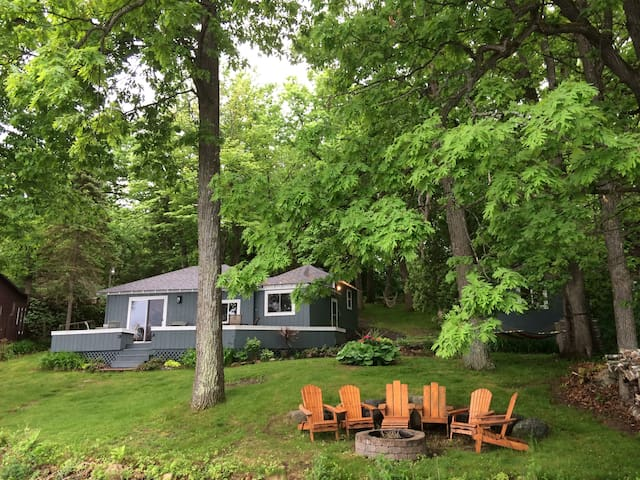 Cozy Deer Lake Cabin 1 hr from Twin Cities - Saint Croix Falls - Sommerhus/hytte