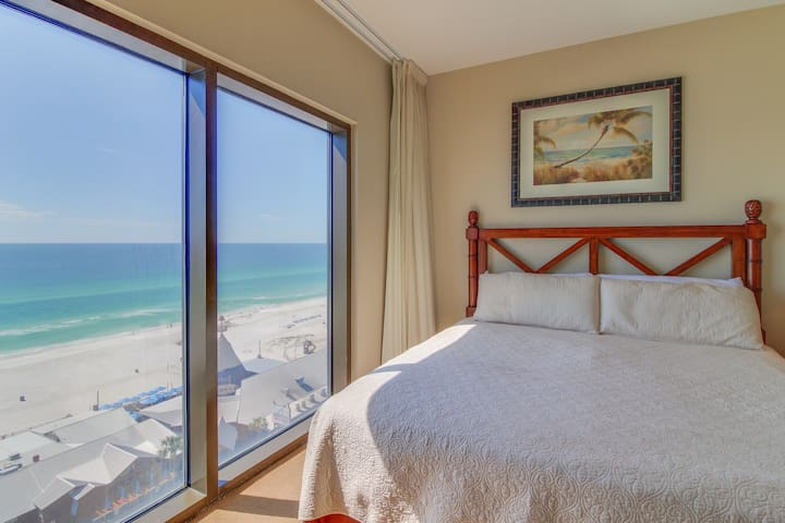 Sunny condo w/ views of the Gulf plus a shared pool, hot tub, gym, & game room