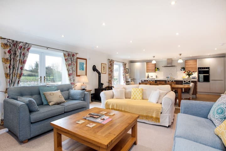 Big Cottage - beautiful three bed conversion