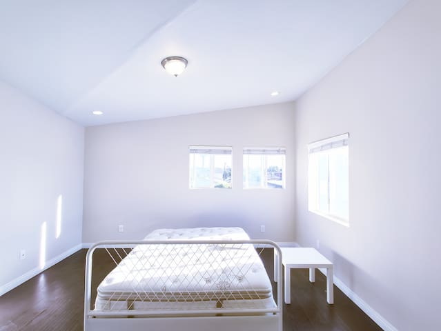 Big Space Bedroom in Safe and Quiet community