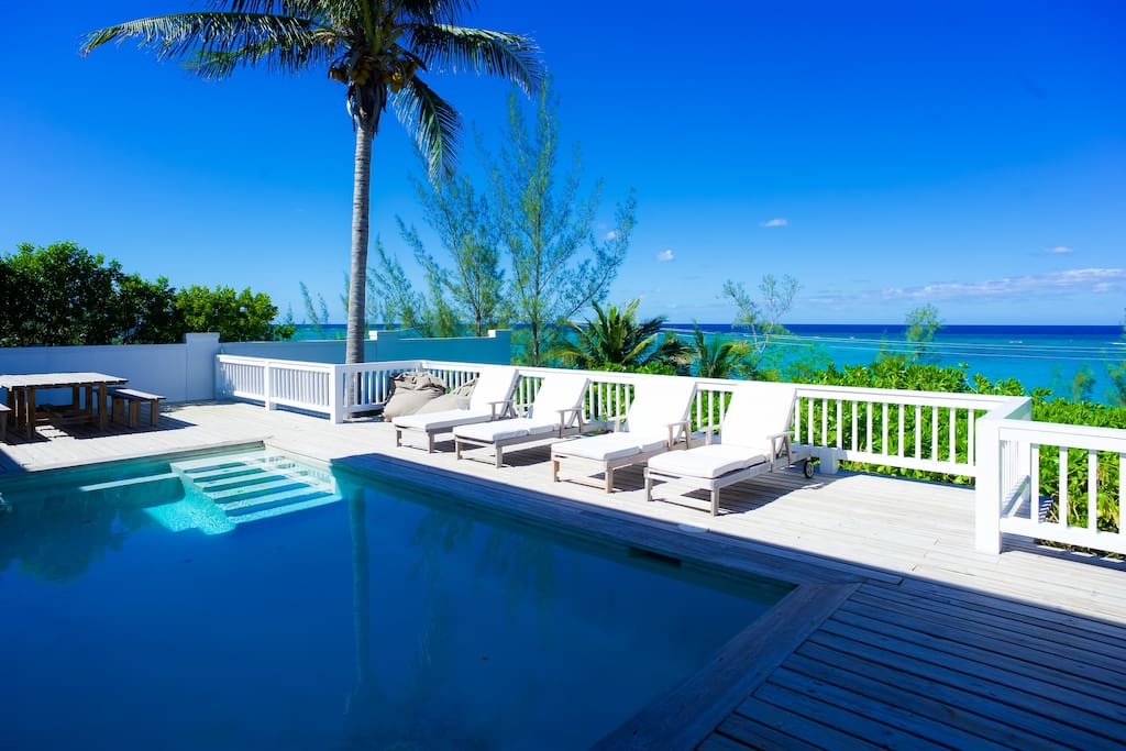 Beautiful hilltop home with beach ocean view houses for Beach houses for rent in bahamas