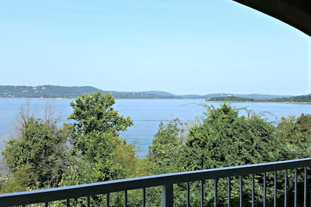 Table Rock Lakefront condo-Branson