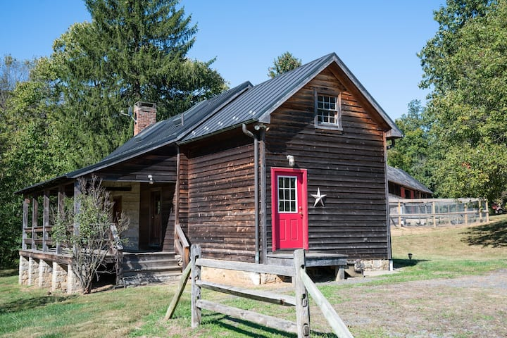 Historic Renovated One Bedroom Cabin