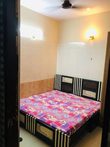 2 Ac rooms for 3-4 ppl SAKET MALVIYA METRO Max