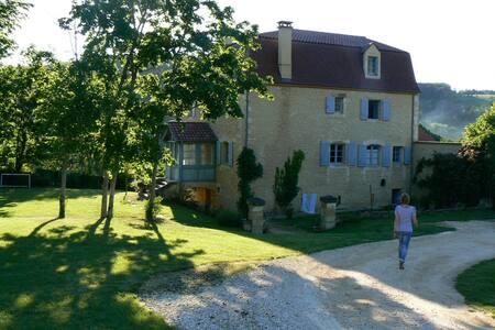Maison de village avec piscine, 14 personnes - Le Bugue - Hus