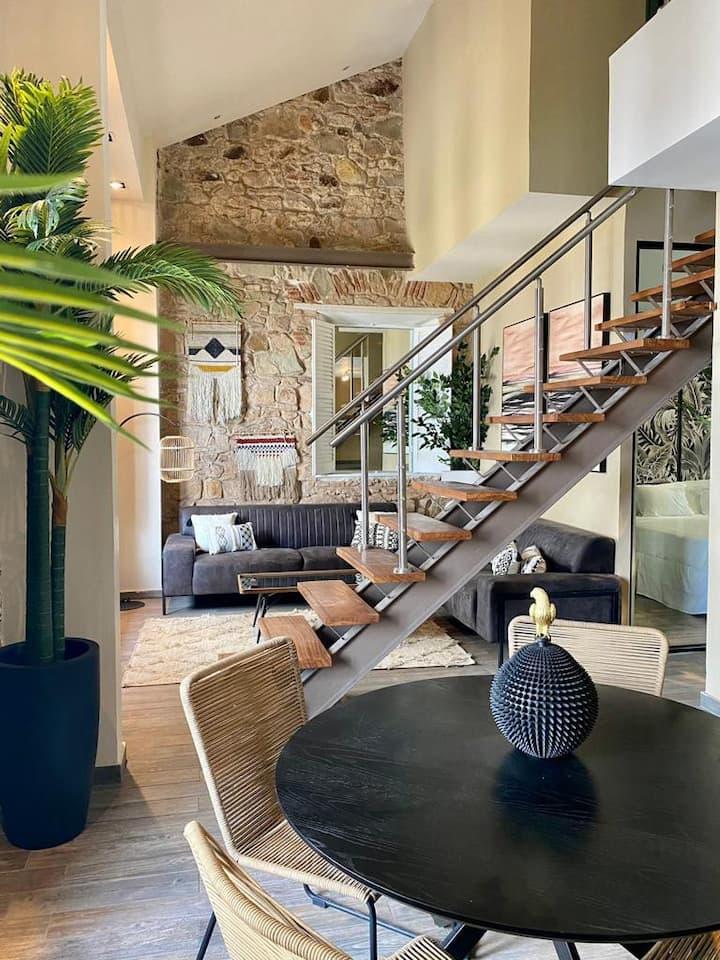 Apartamento triple reformado de diseño con piscina