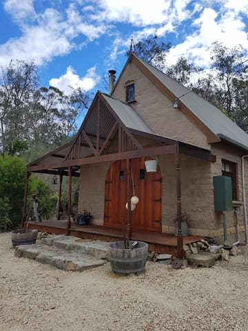 Rustic & Cozy Tasmanian Mudbrick Cottage for Two